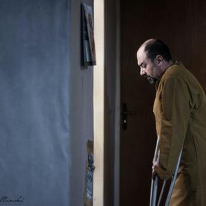 برزو ارجمند در فیلم «مفت آباد»