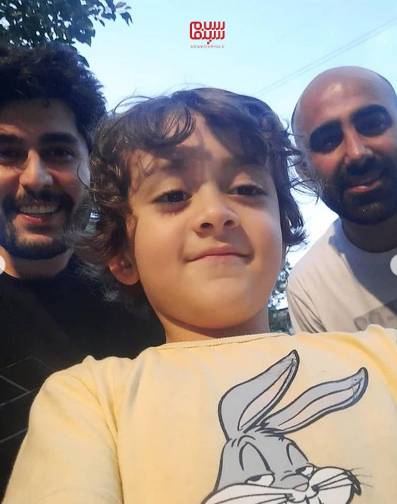 محمد تنابنده، شهاب مهربان و حسین شهبازی در پشت صحنه سریال «دودکش۲»
