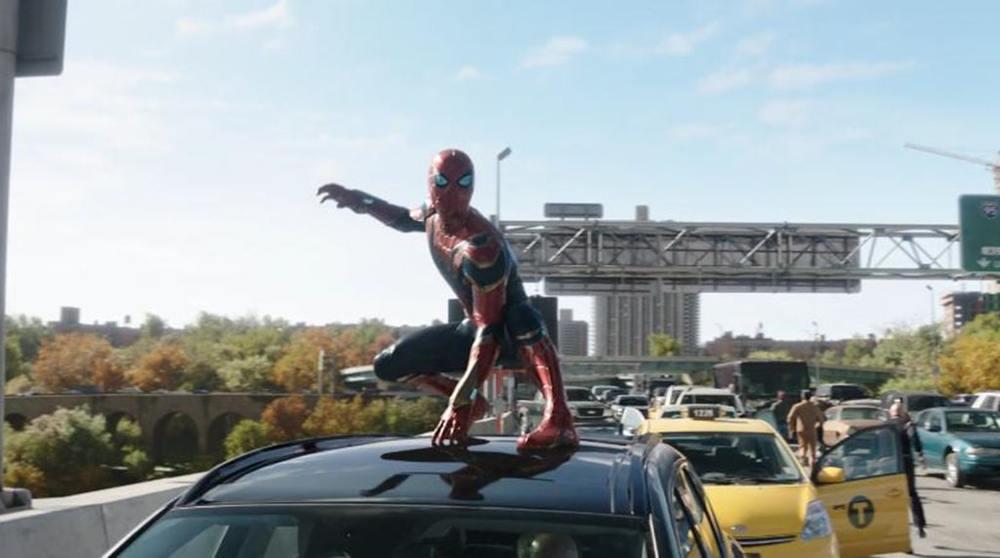 تام هالند در نمایی از فیلم سینمایی «مرد عنکبوتی: راهی به خانه نیست» (Spider-Man: No Way Home)