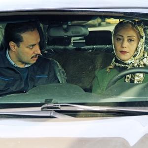جواد عزتی و شبنم مقدمی در فیلم «اکسیدان»
