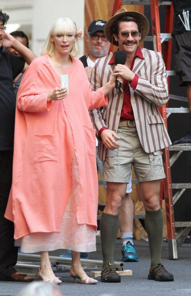 تیلدا سوئینتن و جیک جیلنهال در نمایی از پشت صحنه فیلم «اوکجا»(Okja)