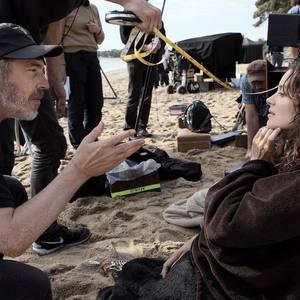 ماریون کوتیار و ارنو دپلشن در پشت صحنه فیلم «ارواح اسماعیل»(ismael ghosts)