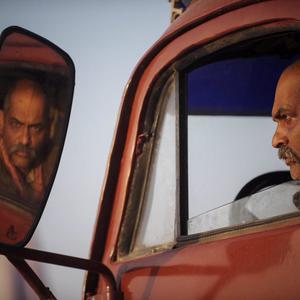 نادر فلاح در فیلم «بی سایه (یک کامیون غروب)»