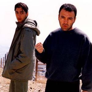 فریبرز عرب نیا و مانی کسراییان در فیلم «هفت پرده»