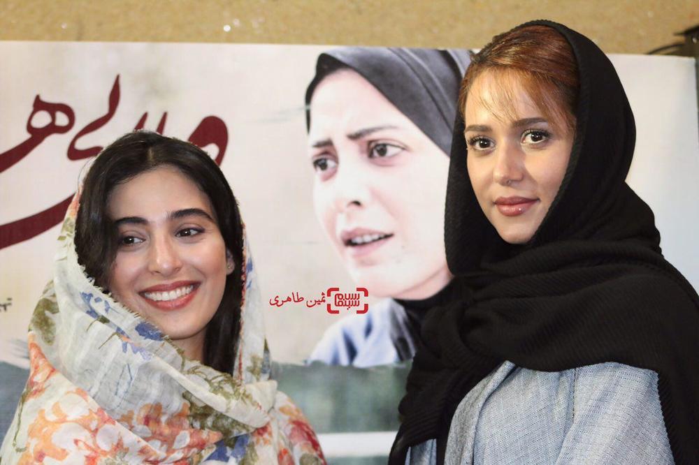 آناهیتا افشار و پریناز ایزدیار در اکران مردمی فیلم «ویلایی ها» در سینما استقلال