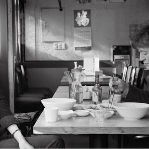 کیم مین هی و کن هه هیو در نمایی از فیلم «روز بعد»(The Day After)