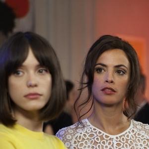 برنیس بژو و استیسی مارتین در فیلم «نیرومند»(Redoubtable)