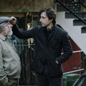 نوآ بامباک و داستین هافمن در پشت صحنه فیلم «داستان های مایروویتز»(The Meyerowitz Stories)