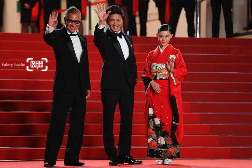 تاکاشی میکه، تاکویا کیمورا و هانا سوگیساکی در فرش قرمز «تیغه جاودانه»(Blade of the Immortal) در جشنواره فیلم کن2017