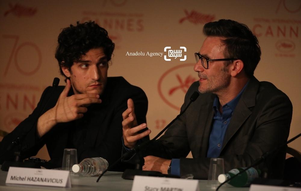 لویی گارل و میشل آزاناویسوس در نشست خبری فیلم «نیرومند»(Redoubtable) در جشنواره فیلم کن2017
