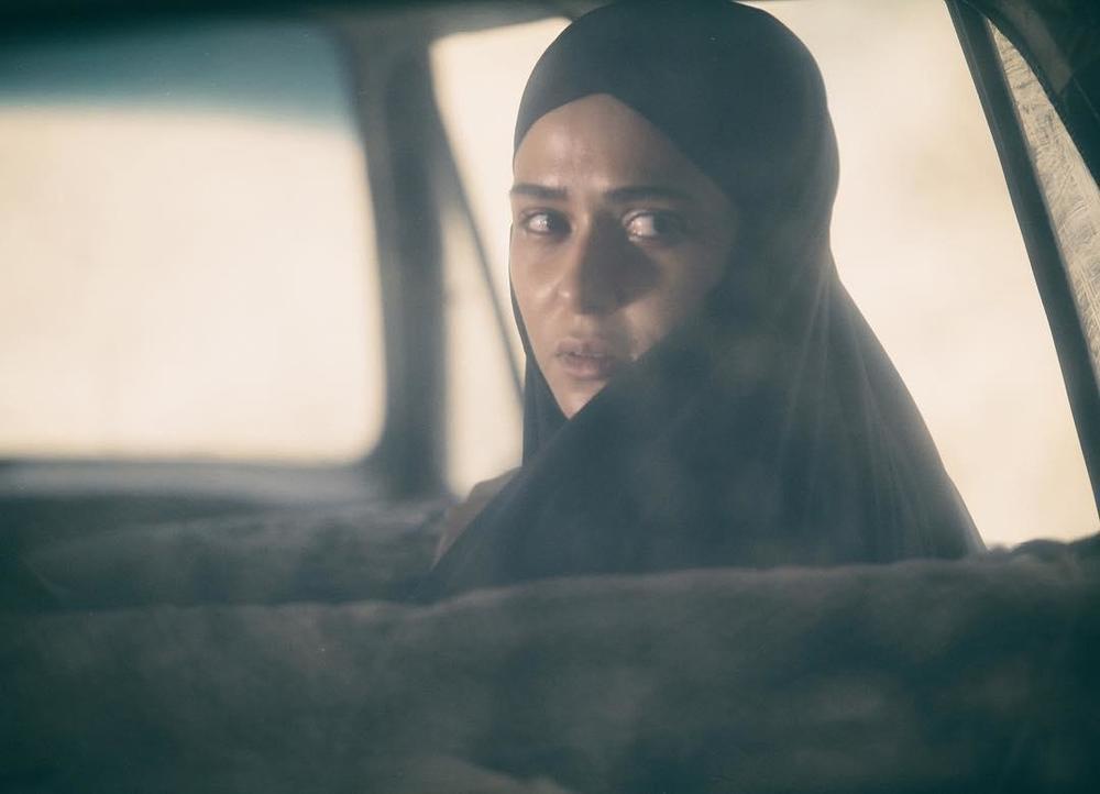 پریناز ایزدیار در نمایی از فیلم «ویلایی ها»