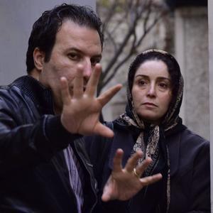 ژاله صامتی و بهمن کامیار در پشت صحنه فیلم «در وجه حامل»