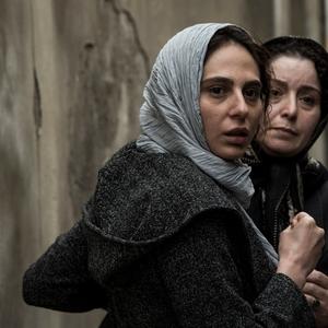 ژاله صامتی و رعنا آزادی ور در فیلم «در وجه حامل»