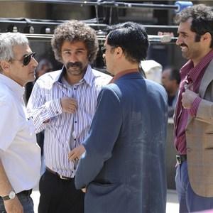 محسن تنابنده و مسعود جعفری جوزانی در پشت صحنه فیلم ایران برگر