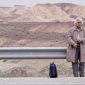 شمس لنگرودی شاعر برجسته کشور در فیلم احتمال باران اسیدی