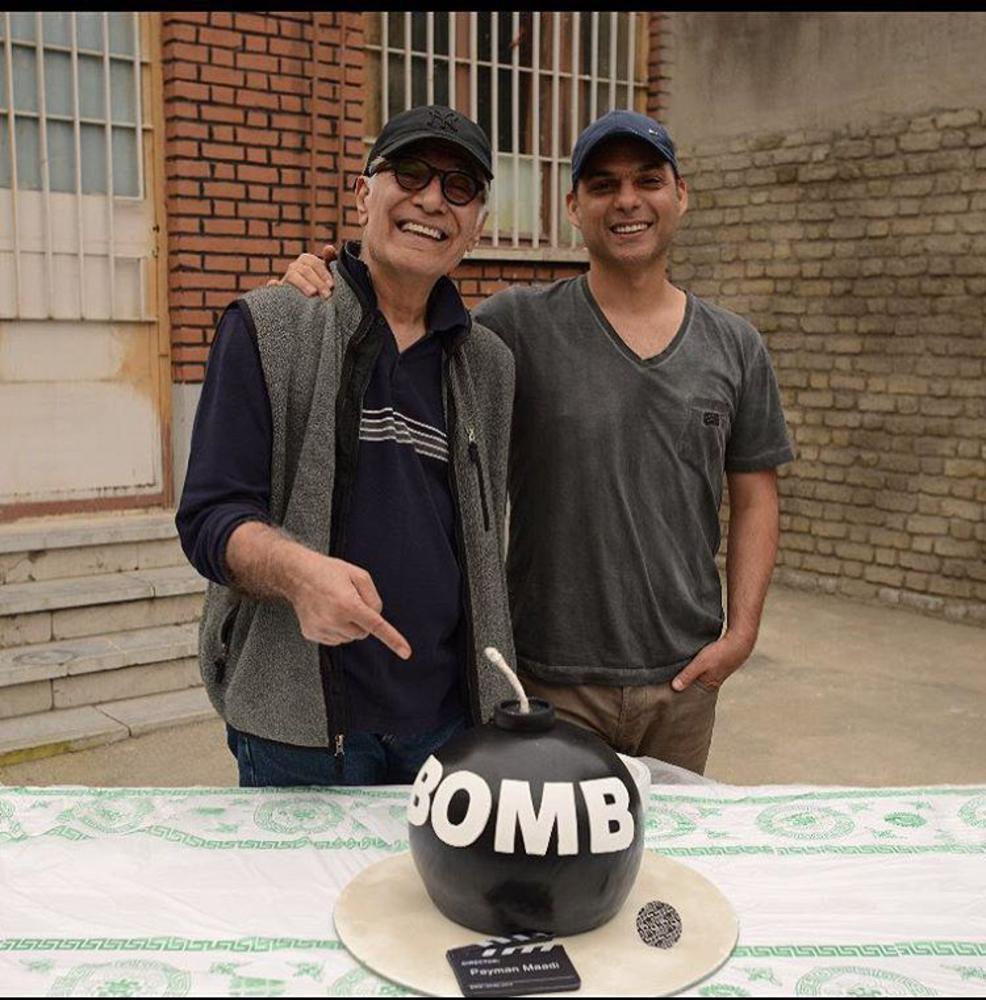 پیمان معادی و محمود کلاری در پشت صحنه فیلم سینمایی «بمب یک عاشقانه»