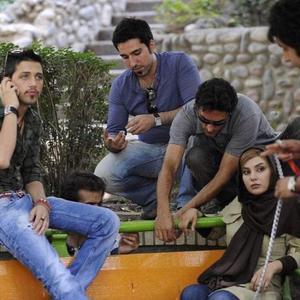 محسن افشانی و سارا سهیلی در پشت صحنه فیلم «گشت ارشاد»