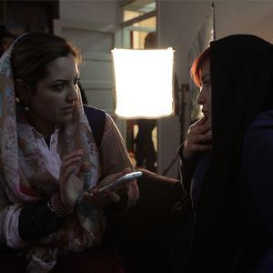 مهراوه شریفی نیا و غزاله سلطانی در پشت صحنه فیلم «پرسه در حوالی من»