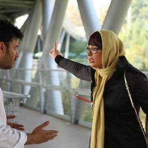 نیوشا ضیغمی و جواد عزتی در فیلم «هفت معکوس»