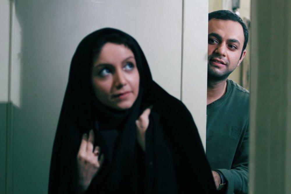 صابر ابر و نازنین بیاتی در فیلم ارسال یک آگهی تسلیت برای روزنامه