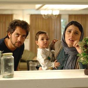 بهرام رادان و لیلا حاتمی در نمایی از فیلم سینمایی «بی پولی»
