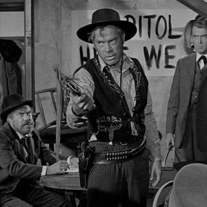 لی ماروین و جیمز استورات در فیلم «مردی که لیبرتی والانس را کشت»(the man who shot liberty valance)