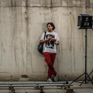 اشکان مهری در پشت صحنه فیلم «بیوگرافی»