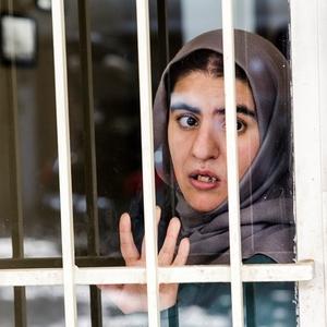 ساناز عزیزی خواهر امیر عزیزی در فیلم موقت