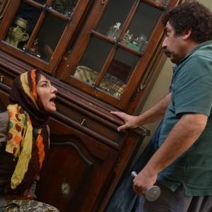 سیامک انصاری و هانیه توسلی در سریال نمایش خانگی «ابله»