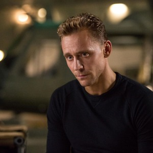 تام هیدلستون در نمایی از فیلم «کونگ: جزیره جمجمه»(Kong: Skull Island)