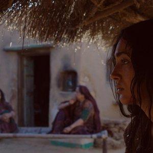 گلشیفته فراهانی در نمایی از فیلم «آواز عقرب ها»