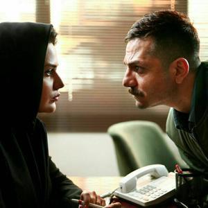 عباس غزالی و رز رضوی در فیلم «همه چی عادیه»