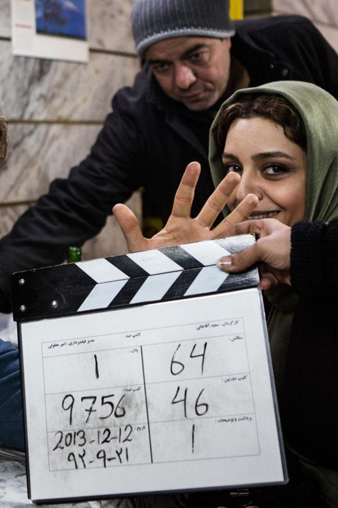 ساره بیات و سعید آقا خانی در پشت صحنه فیلم «لامپ 100»