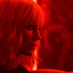 شارلیز ترون در نمایی از فیلم «بلوند اتمی»(Atomic Blonde)