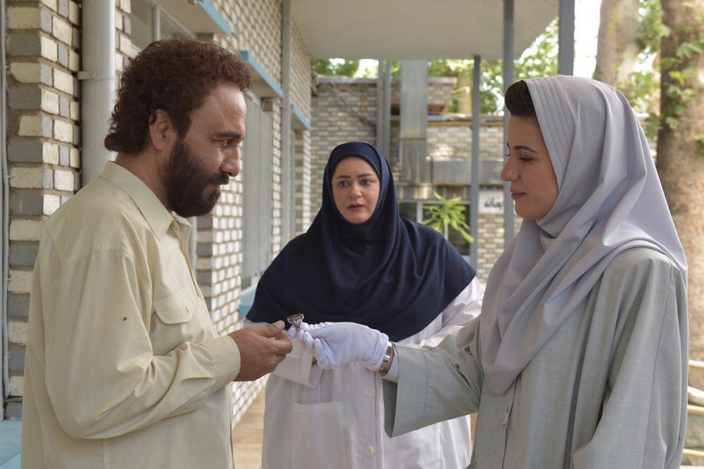 رضا عطاران، نعیمه نظام دوست و سارا بهرامی در فیلم «هزارپا»