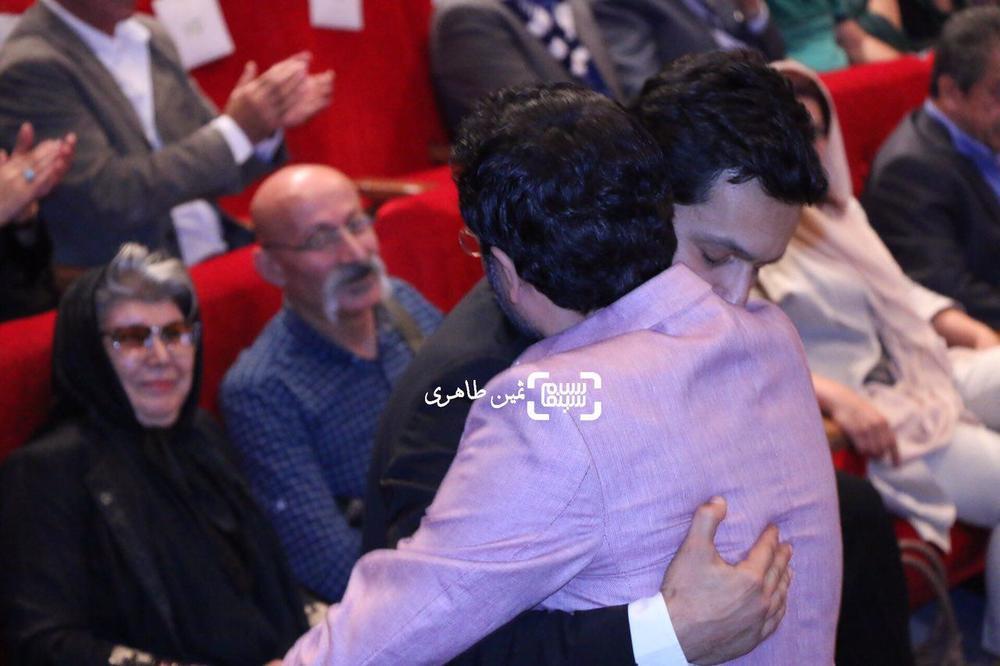 حامد بهداد برنده بهترین بازیگر مرد برای فیلم «سد معبر» در یازدهمین جشن انجمن منتقدان و نویسندگان سینمای ایران