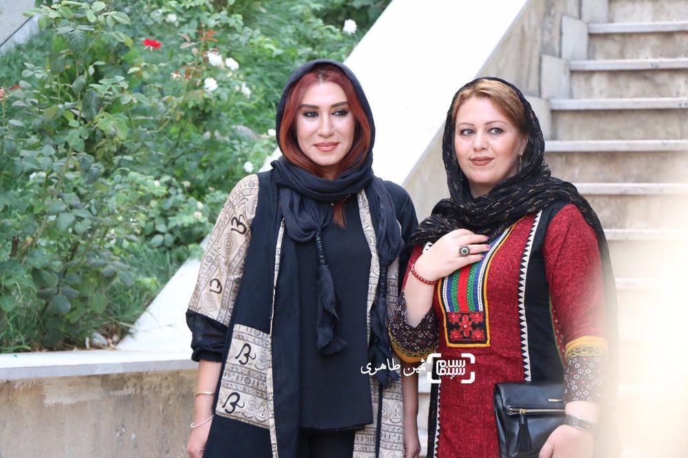 نسیم ادبی و گیتی قاسمی(نامزد جایزه بهترین بازیگر مکمل زن) در یازدهمین جشن انجمن منتقدان و نویسندگان