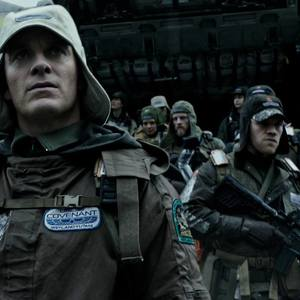مایکل فاسبندر در نمایی از «بیگانه: پیمان»(Alien: Covenant)
