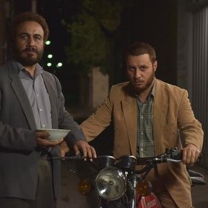 رضا عطاران وجواد عزتی در فیلم «هزارپا»