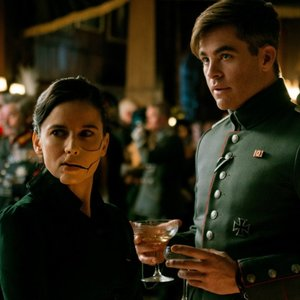 النا آنایا و کریس پاین در فیلم «زن شگفت انگیز»(Wonder Woman)