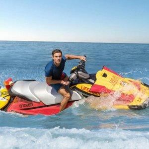 زاک افران در نمایی از فیلم «گارد ساحلی»(Baywatch)