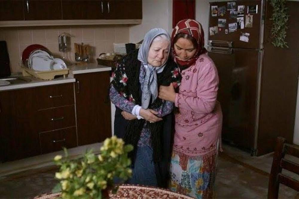 آنا نعمتی و رابعه مدنی در فیلم انارهای نارس