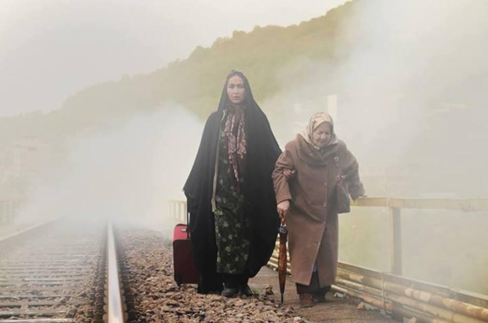 فیلم انارهای نارس با بازی آنا نعمتی و رابعه مدنی