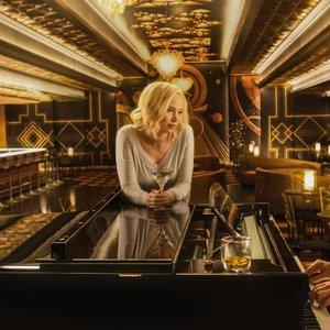 کریس پرت و جنیفر لارنس در نمایی از فیلم سینمایی «مسافران»(Passengers)