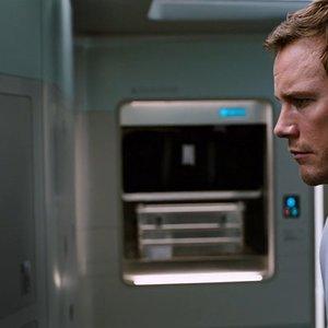 کریس پرت و نازنین بنیادی در فیلم «مسافران»(Passengers)