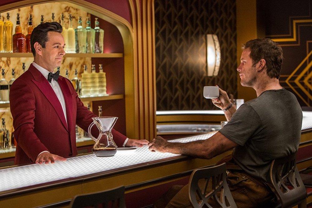 کریس پرت و مایکل شین در فیلم «مسافران»(Passengers)