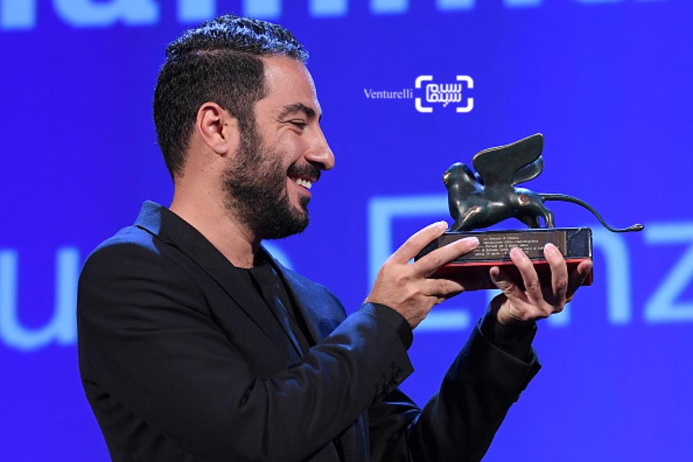 نوید محمدزاده برنده جایزه بهترین بازیگر بخش افقها برای «بدون تاریخ، بدون امضا»
