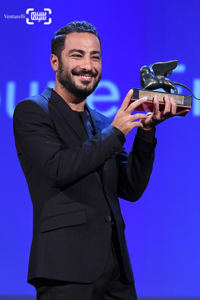 نوید محمدزاده برنده جایزه بهترین بازیگر بخش افقها برای «بدون تاریخ، بدون امضا» در اختتامیه جشنواره فیلم ونیز