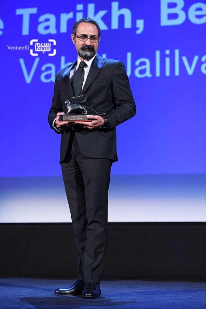 وحید جلیلوند برنده جایزه بهترین کارگردانی بخش افقها برای فیلم «بدون تاریخ، بدون امضا» در اختتامیه جشنواره ونیز