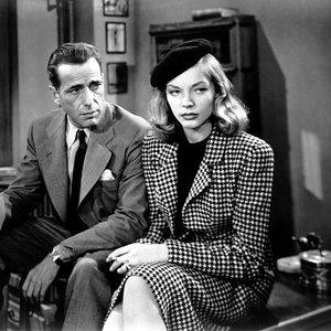 هامفری بوگارت و لورن باکال در نمایی از فیلم «خواب بزرگ»(The Big Sleep)